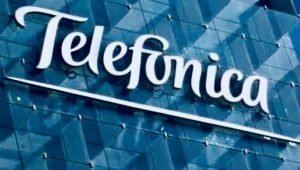 A banner with words of Telefonica written on it